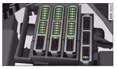 Audi_A4_B8_fuse_box_diagram_luggage_compartment